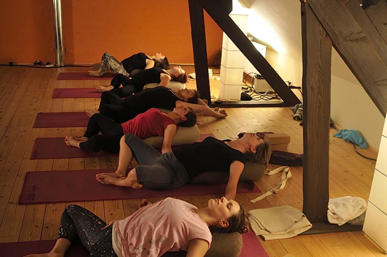 Yoga Stretch - Little Yoga Oelegem